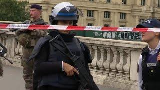 Появились новые подробности о преступнике, который устроил резню в центре Парижа.