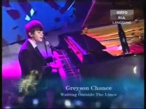 Najwa Latif  & Greyson Chance LIVE On AIM 18 2011
