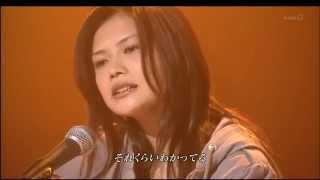 Yui cantando a música Tokyo. Versão acústica!