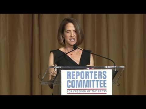 Lynn Novick accepts 2018 Freedom of the Press Award
