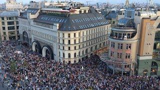 Москва празднует победу сборной России по футболу