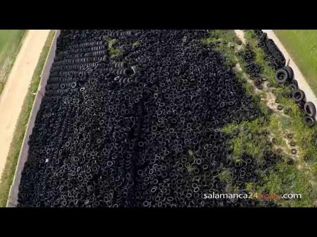 Cementerio de neumáticos en Castellanos de Villiquera
