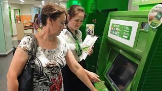 Россияне массово забирают валютные вклады из банков