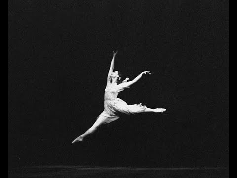 296f666ed1e Η Μάγια Πλισέτσκαγια χόρευε για τουλάχιστον 50 χρόνια στο Μπολσόι,  ξεπερνώντας κατά πολύ τα ηλικιακά όρια στα οποία συνήθως αποσύρονται οι  μπαλαρίνες.