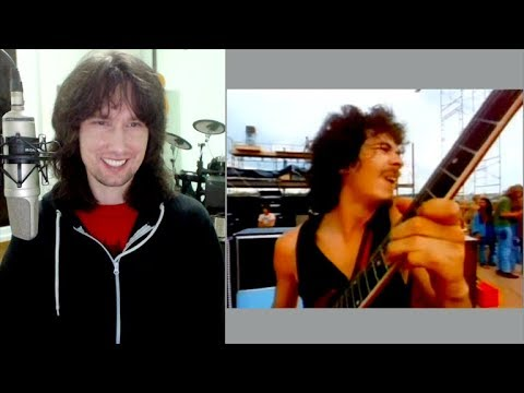 British guitarist analyses Carlos Santana's 1969 Woodstock performance!