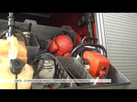 Cheb: Dobrovolní hasiči čekají na vůz od profíků (TV Západ)
