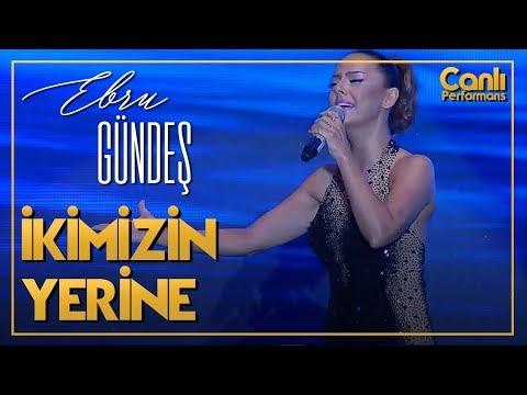 EBRU GÜNDEŞ - İKİMİZİN YERİNE (Canlı Performans)