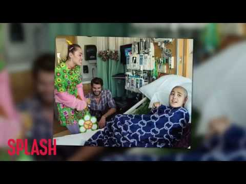 Miley Cyrus and Liam Hemsworth Spread Cheer at Children's Hospital