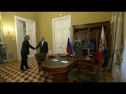 Владимир Путин встретился с губернатором Санкт-Петербурга Александром Бегловым.