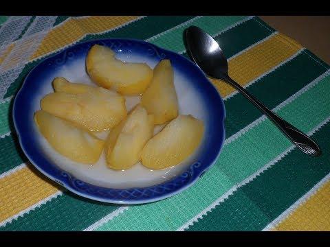 Яблоки, тушенные с сахаром и корицей.