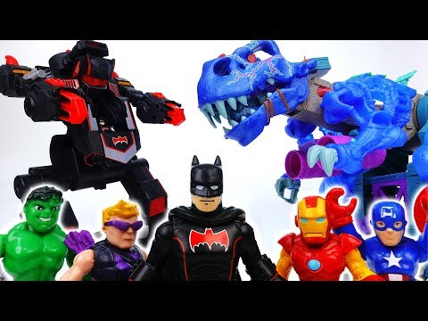The City is Under Attack By Ice Dinosaur~! Go Batman, Defeat Dino With Batbot - ToyMart TV
