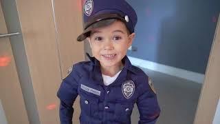 Pretend play Police and strange guest. Малыш играет в полицейского и пришельца.