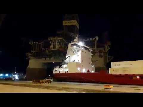 Colisión de una plataforma petrolífera y un portacontenedores en el Puerto de Tenerife
