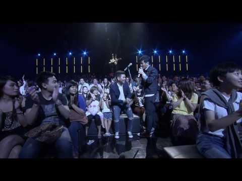 The Voice Thailand - โชว์โค้ชแสตมป์ อภิวัชร์ และ สงกรานต์ รังสรรค์ - จันทร์เจ้า - 15 Dec 2013