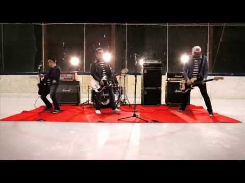 """The Manges """"Panic At The Ice Rink"""" Official Videoclip"""