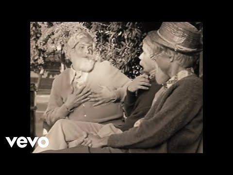 Смотреть клип Beastie Boys - Ricky's Theme