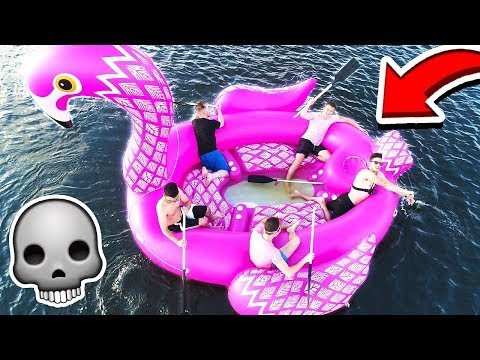 STRANDED ON A GIANT 20 FOOT FLOATING BOAT with MOOSECRAFT! 💀⛵️ (PRANK WARS)