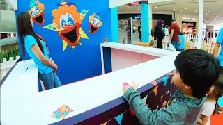 Brincando no Parque de Diversão com Jogos de Bolas e Brincadeiras para Crianças