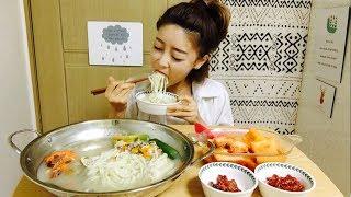 칼국수 만두 (칼만두국) 석박지 김치 먹방 mukbang / eating show