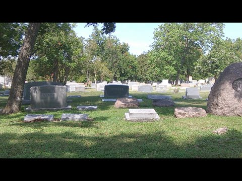 Ghosts & Spirits (LIVE): The Oakwood Cemetery Ghost Hunt