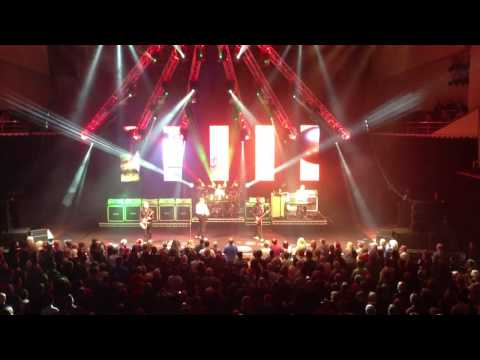 Status Quo - It's Christmas Time (live at Nottingham 16/12/2012)
