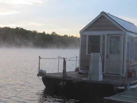 Tour of the Tiny Houseboat, A Documentary #cb99videos #tinyhouses #houseboats #boating