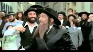 Еврейский блондин в чёрном ботинке