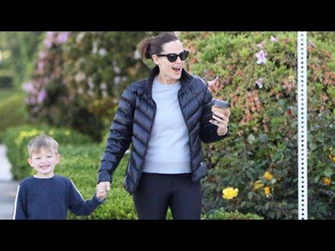 Jennifer Garner Happy And Laughing Despite Looming Divorce