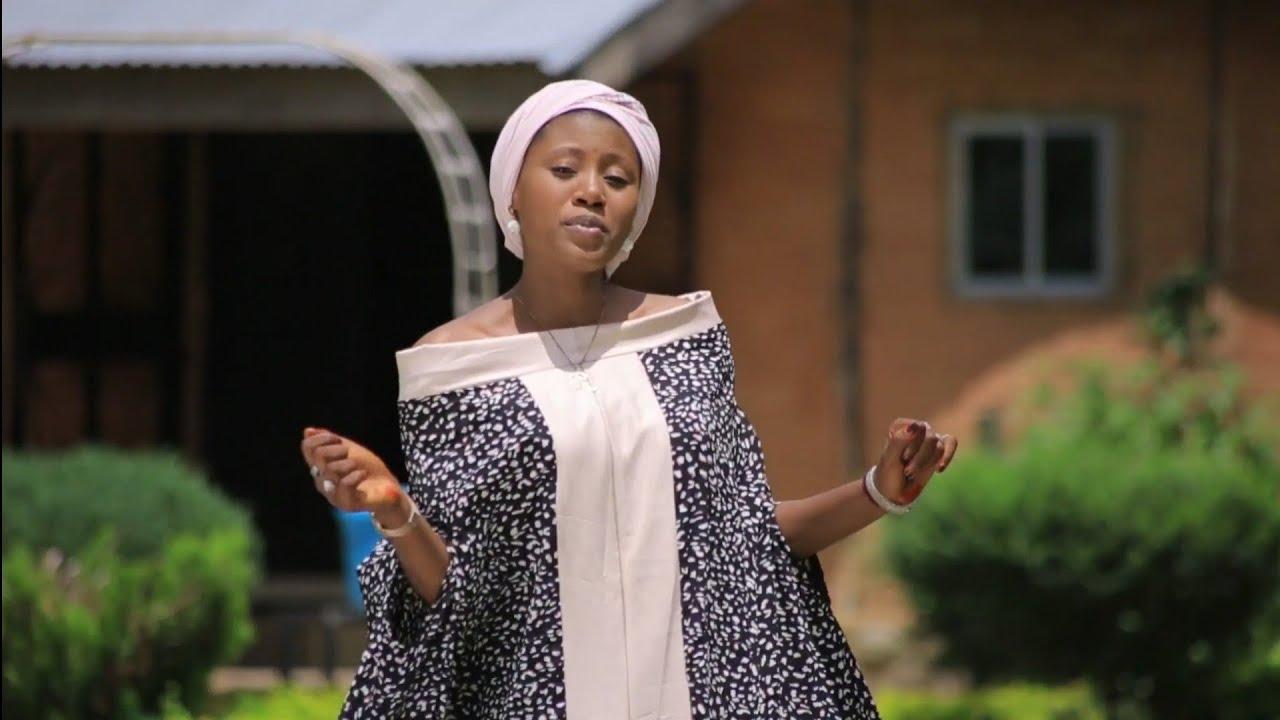 Download Sabuwar Wakar Momee Gombe - Inda Shakuwa (Official Video 2020)