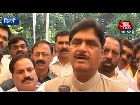Gopinath Munde meets with Modi