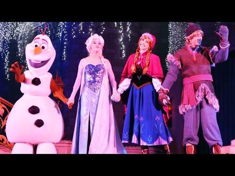 Frozen Holiday Wish Castle Lighting Show Debut w/ Elsa, Anna, Olaf, Kristoff at Walt Disney World