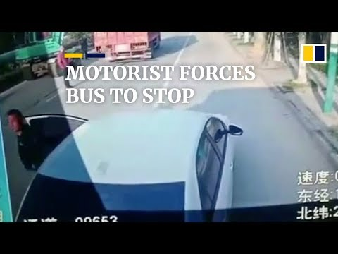 Motorist forces bus to stop after his wife fails to get on in China