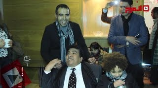 اتفرج | أحمد عدوية يغني مع ابنه في حفل إطلاق ألبوم «الأستاذ»