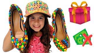 MARIA CLARA É VENDEDORA DE SAPATOS DOCES 🍬 Sweet shoe salesman