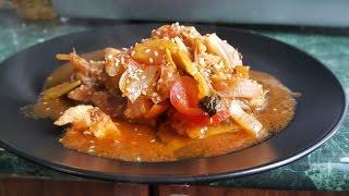 Рецепт: диетическая куриная грудка с овощами в томатном соусе