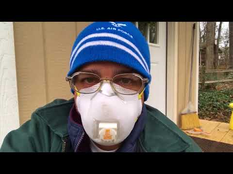 Asthmatic Wears N95 Dust Mask To Avoid Lung Irritation
