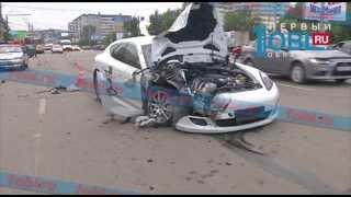 Водитель «Лады», смятой в ДТП с маршруткой и Porsche, вышел из машины на 4 минуты
