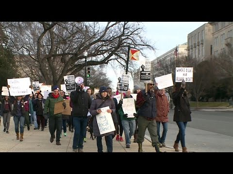 Dueling Planned Parenthood protests happening across the country