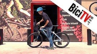 Cómo subir y bajar de la bicicleta (con la altura correcta del sillín)