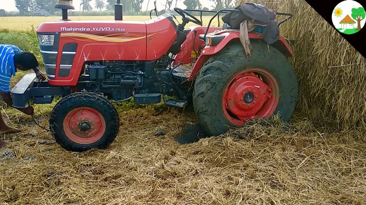 new mahindra yuvo 575 di tractor stuck mud heavy straw loading king of swaraj 744 tractor pulling [ 1280 x 720 Pixel ]