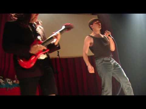 """Manolito Metal y Rigodon Rock Guitar cantan """"Thunderstruck"""" en AK Madrid Febrero 2009"""