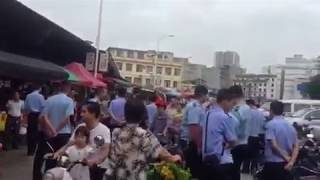 Police remove dog meat sellers from Yulin festival - WARNING GRAPHIC CONTENT