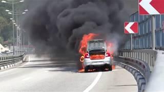 Gambar cover В Сочи Горит Автомобиль Каршеринга тушили 18 минут. И зачем Пожарный залез в горящий автомобиль.
