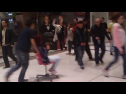 Τρελοί στο The Mall Athens / Crazy Greeks at The Mall Athens