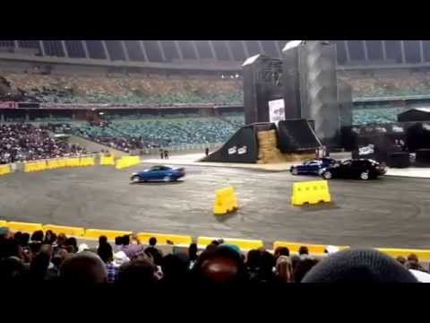 Top Gear Festival 2014 (Durban) - Richard Hammond Attempts To Spin a BMW !