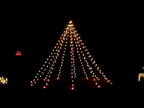 Giant Xmas Tree of lights sequenced to music - Bell Carol Song