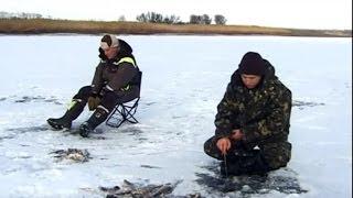 Зимняя Рыбалка на Хищника по первому льду на пруду.