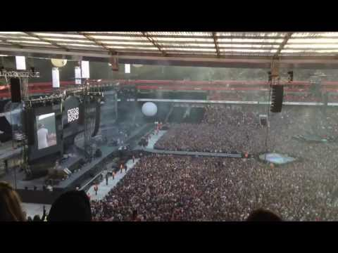 Dizzee Rascal - Bonkers live at Arsenal stadium - 720p HD