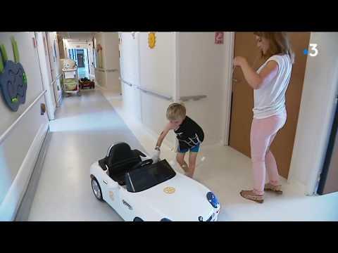 A l'h么pital du Havre, une petite voiture 茅lectrique pour transporter les enfants au bloc op茅ratoire