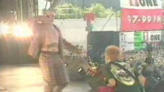 The Prodigy - Firestarter ( live, T in the Park )